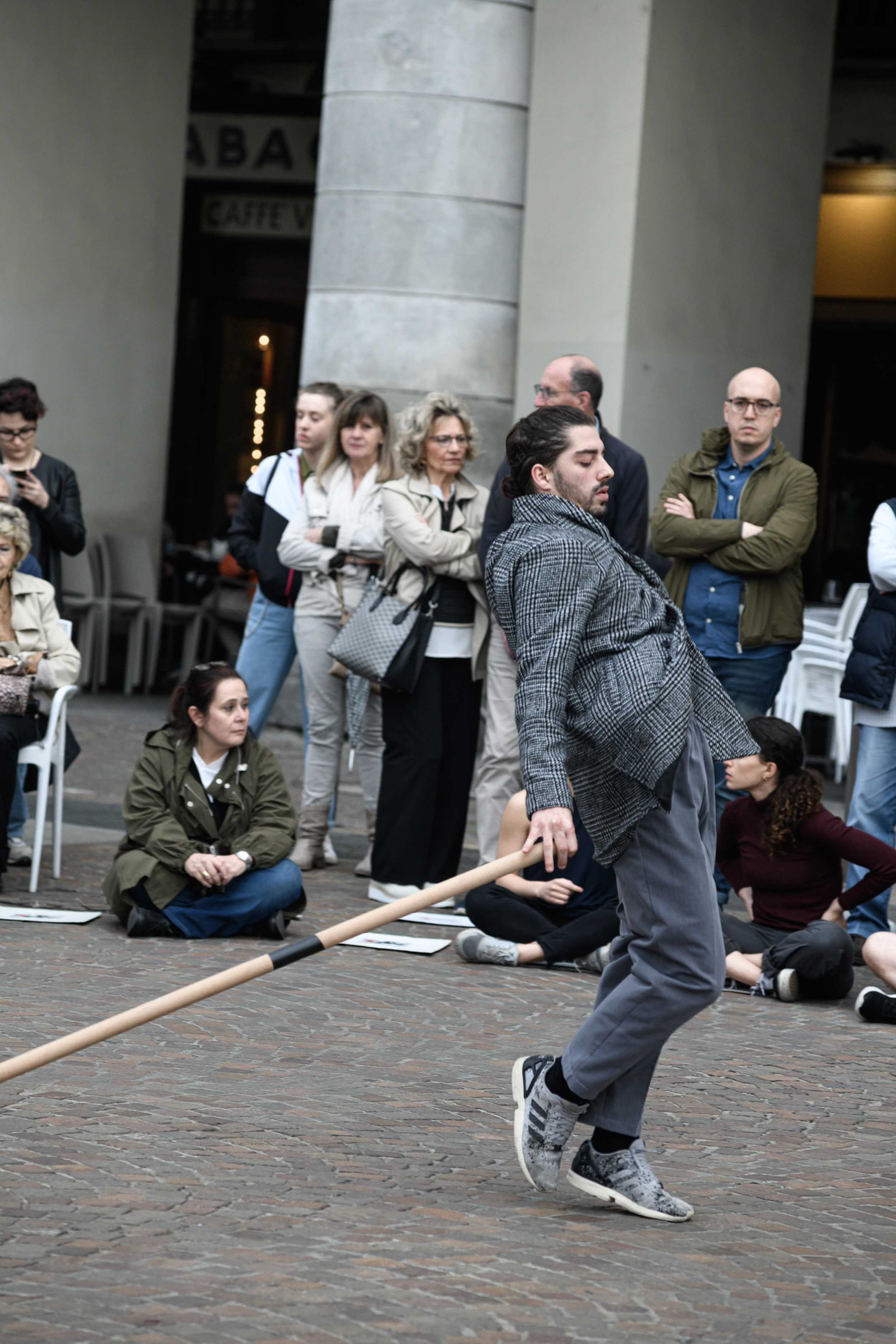 http://www.danzaurbana.eu/festival/wp-content/uploads/CARONTE_phAndreaMacchia_resize_2.jpg